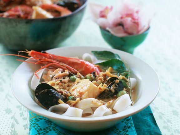 Currysuppe mit Meeresfrüchten