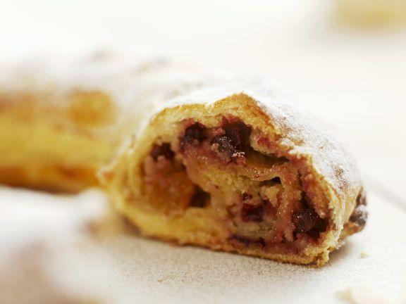 Dänischer Kranzkuchen mit Trockenfrüchte-Füllung