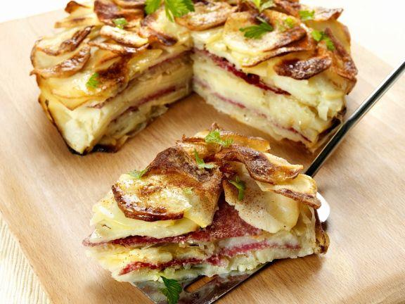 Deftige Kartoffel-Salami-Torte