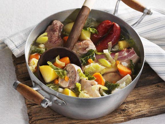 Deftiger Gemüseeintopf mit Fleisch