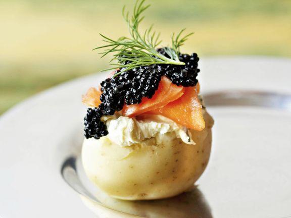 Delikate Kartoffel mit geräucherter Forelle und Kaviar