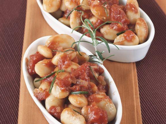 Dicke Bohnen mit Tomatensoße und Rosmarin