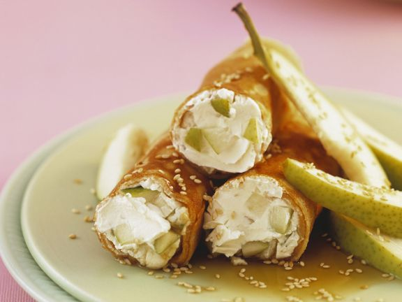Dinkelpfannkuchen mit Birnen und Frischkäse