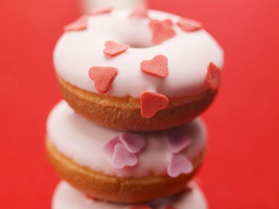 Dougnuts mit Zuckerherzen