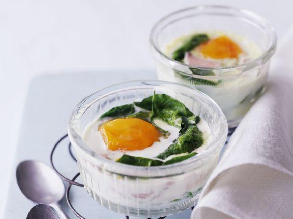 Eier aus dem Ofen mit Spinat