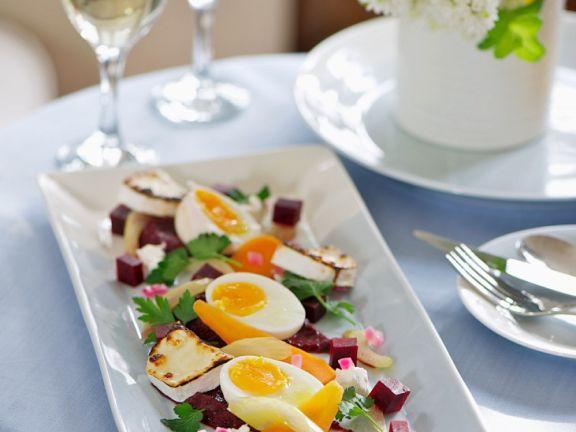 Eier mit einglegtem Gemüse