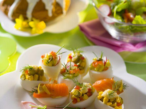 Eier mit Füllung und Schinkenröllchen
