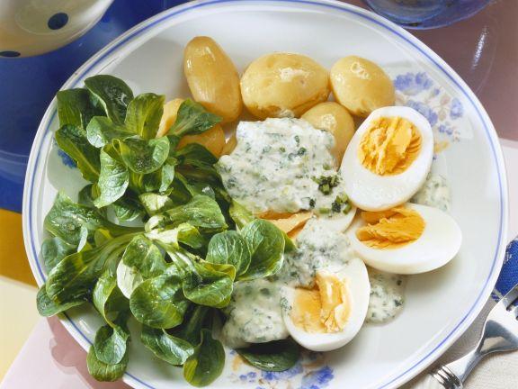 Eier mit Kräutersoße dazu Kartoffeln und Rapunzel