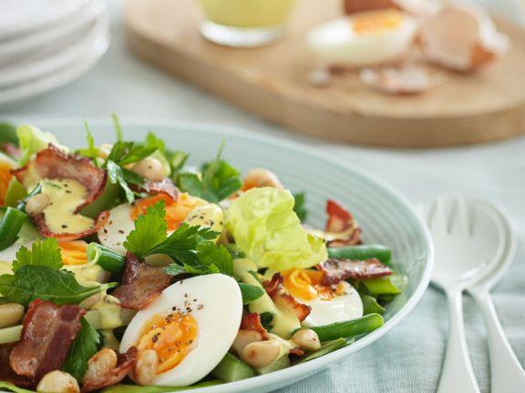 Eiersalat mit Bacon und Erdnüssen