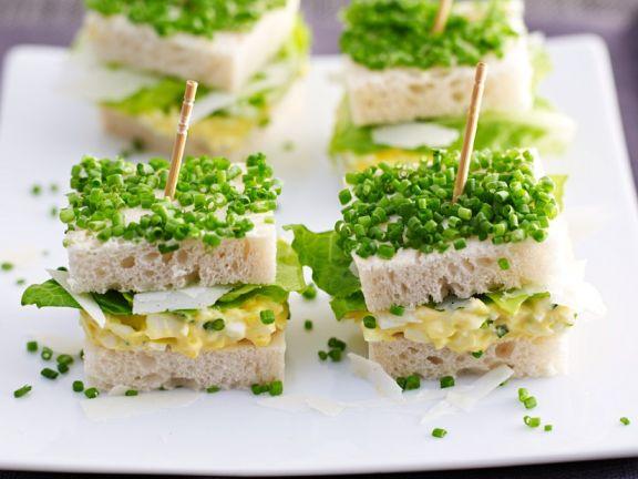 Eiersalatsandwiches mit Schnittlauch