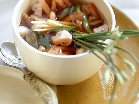 Einfache klare Gemüsesuppe