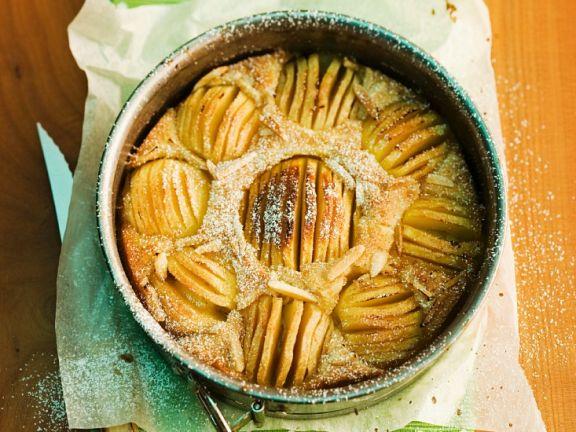 Einfacher Apfelkuchen mit Mandeln
