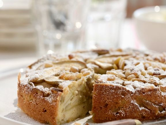 Einfacher Apfelkuchen mit Pinienkernen