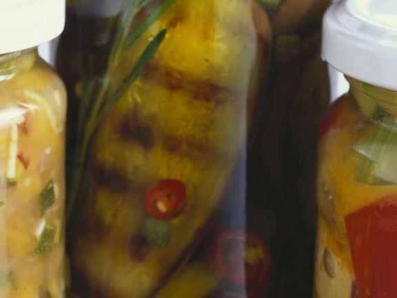 Eingelegte Auberginen in scharfem Öl