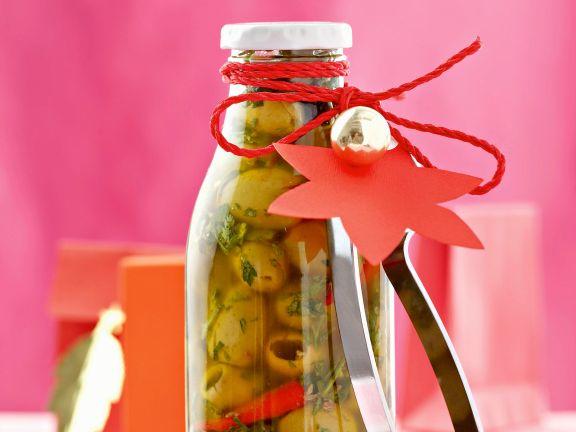 Eingelegte Oliven mit Chili und Kräutern