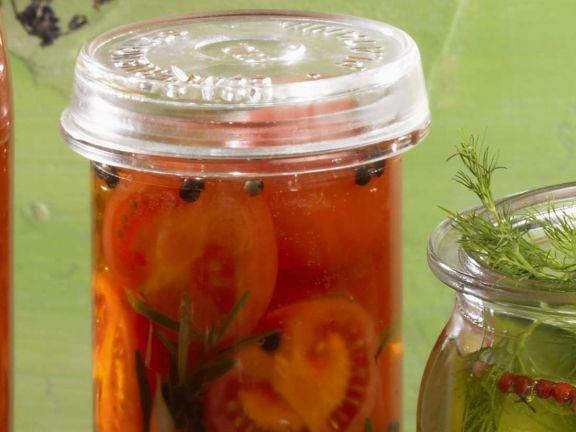 Eingelegte Tomaten mit Rosmarin