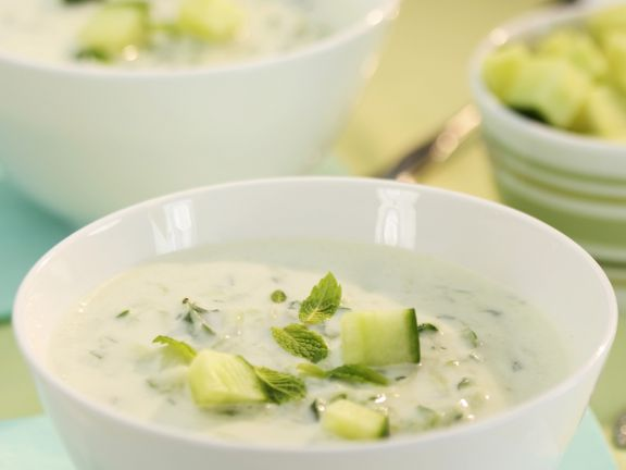 Eiskalte Gurken-Minze-Suppe
