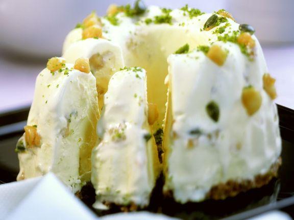 Eiskuchen mit Karamell und Macadamia