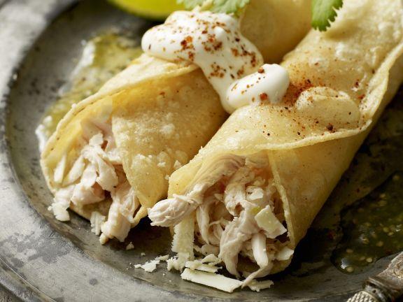 Enchilada mit Hähnchenfleisch gefüllt