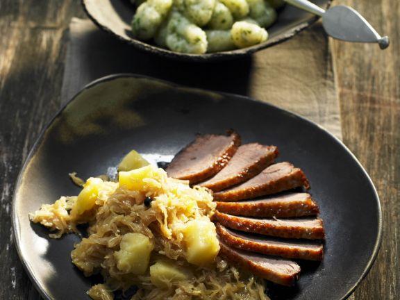 Ente mit grünen Gnocchi und Sauerkraut