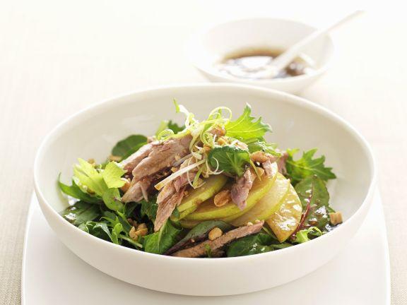 Ente mit japanischer Birne (Nashi) und grünem Salat