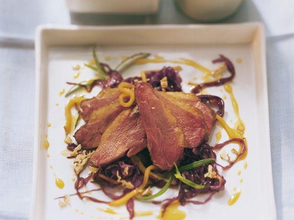 Entenbrust mit fruchtigem Rotkohlsalat