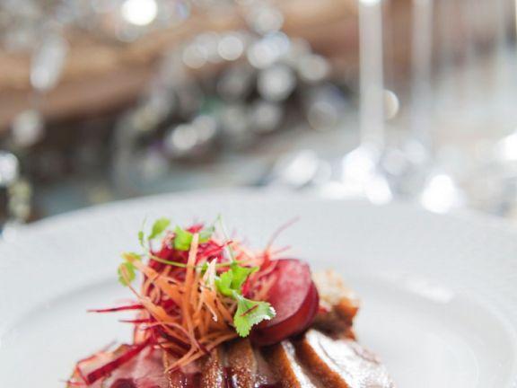 Entenbrust mit Pflaumen-Rotweinsauce