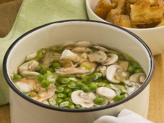 Erbsen-Champignon-Suppe mit Shrimps