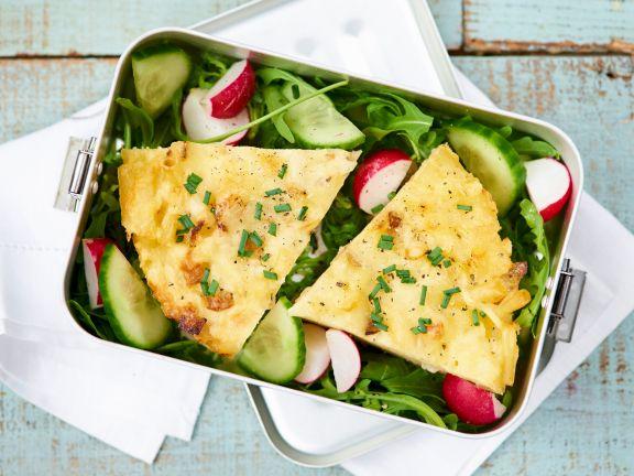 Erbsen-Omelett auf Salat