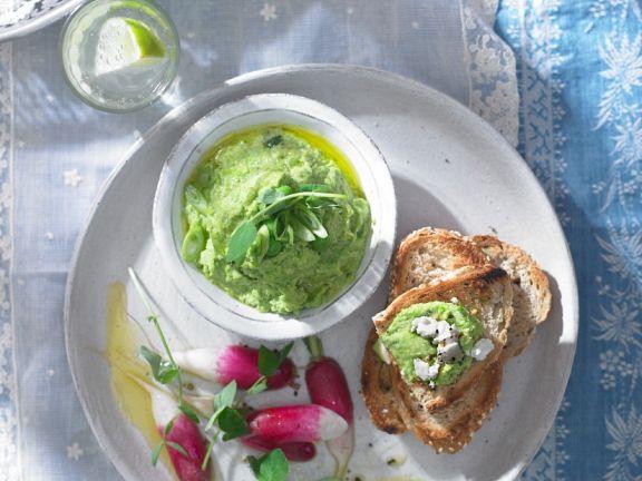 Erbsenaufstrich und Radieschensalat