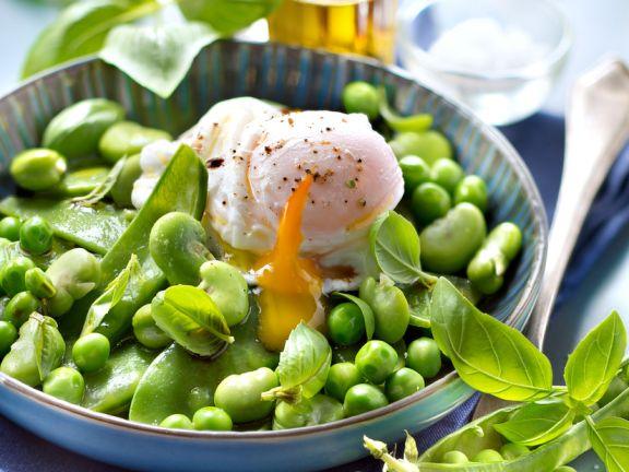 Erbsensalat mit porchiertem Ei