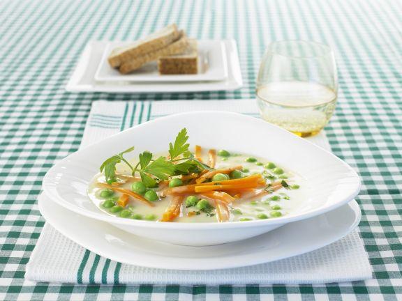 Erbsensuppe mit Karottenjulienne