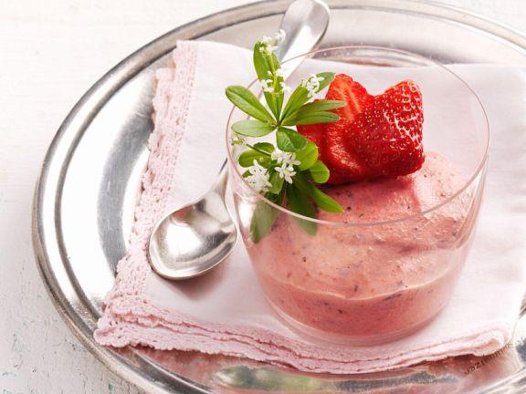 Erdbeer-Joghurt-Creme mit Waldmeister