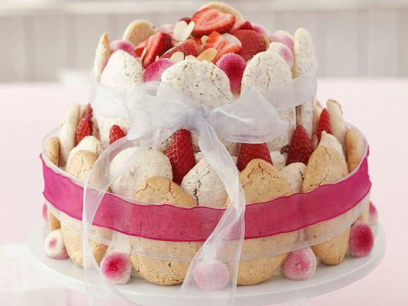 Erdbeer-Mandelbaisertorte