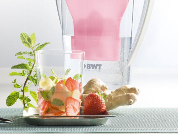 Erdbeer-Minze-Wasser