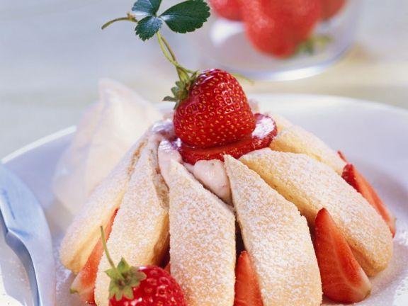 Erdbeer-Sahne-Charlotte
