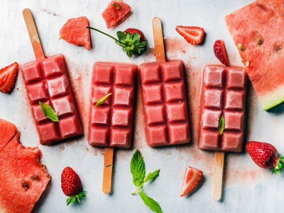 Erdbeer-Wassermelonen-Eis mit Minze