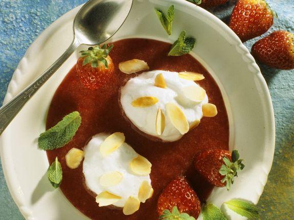Erdbeersuppe mit Eischnee-Nocken
