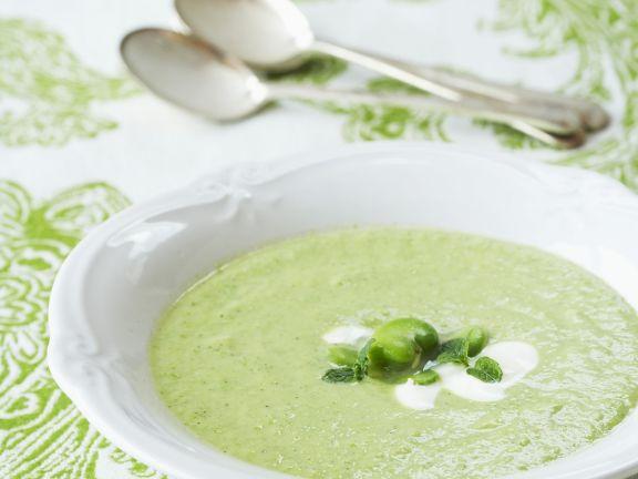 Erfrischende Bohnensuppe mit Joghurt
