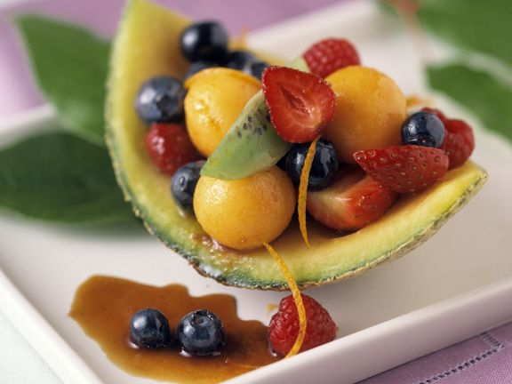 Erfrischender Obstsalat mit Beeren