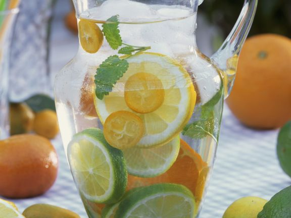 Erfrischungsgetränk mit Zitrusfrüchten