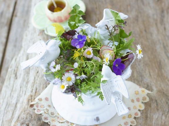 Essblütensalat mit Honigdressing