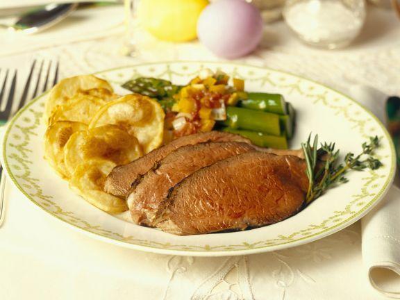 Essen zu Ostern: Roastbeef mit Spargel und Kartoffeln