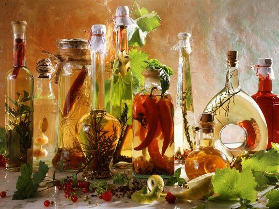Essig- und Öl aromatisieren