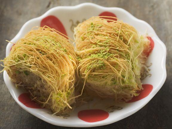 Fadenteig-Dessert auf türkische Art (Kadayif)