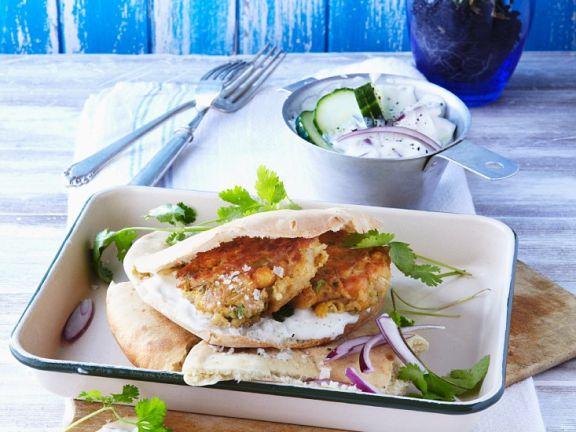 Falafel im Pitabrot mit Tzatziki