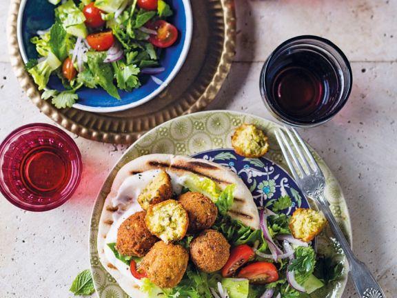 Falafel mit frischem Salat