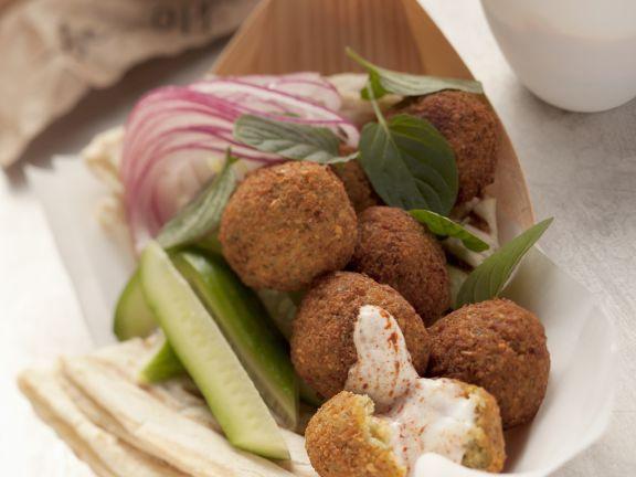 Falafel mit Harissa-Joghurt-Soße