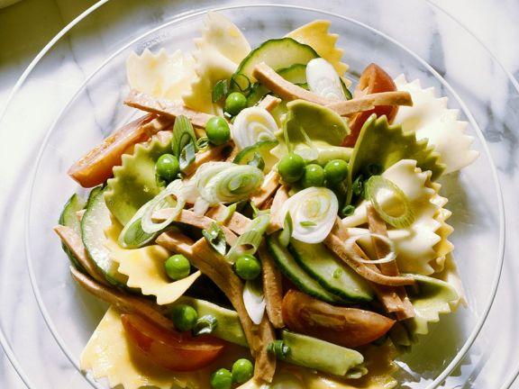 Farfalle-Salat mit Gemüse