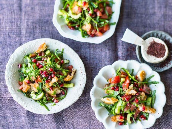 Fattoush mit Spinat und Granatapfelkernen
